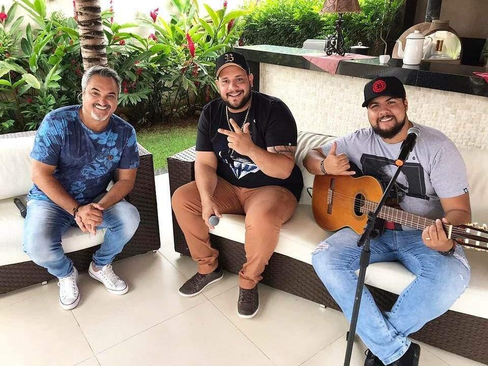 Muita música boa com Zé Ricardo e Thiago no Programa Odair Terra
