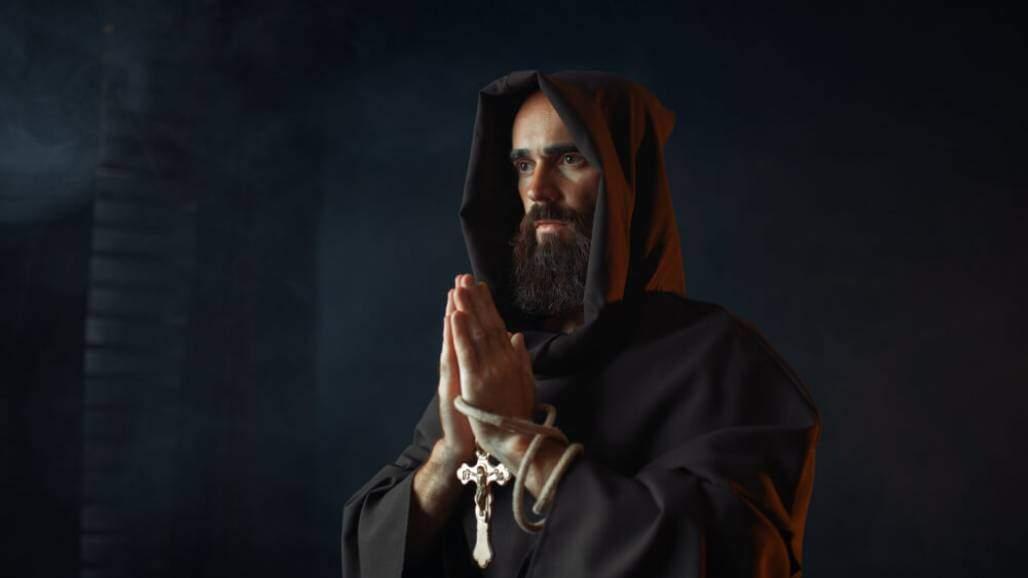 monge-medieval (Shutterstock)