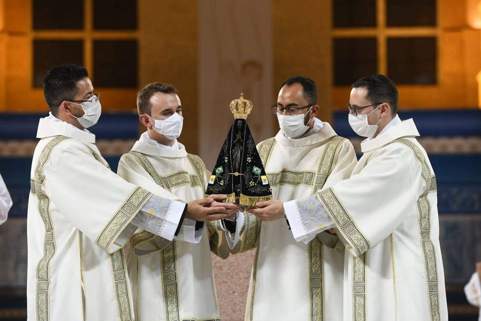"""""""Amar e Servir"""": Congregação do Santíssimo Redentor tem quatro novos diáconos"""