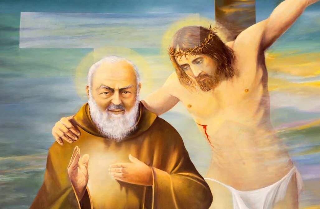 Padre Pio (Shutterstock/ Renata Sedmakova)